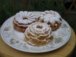 粉砂糖をかけたバターケーキ・フラワー