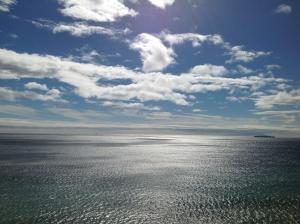 通勤時の熱海の海