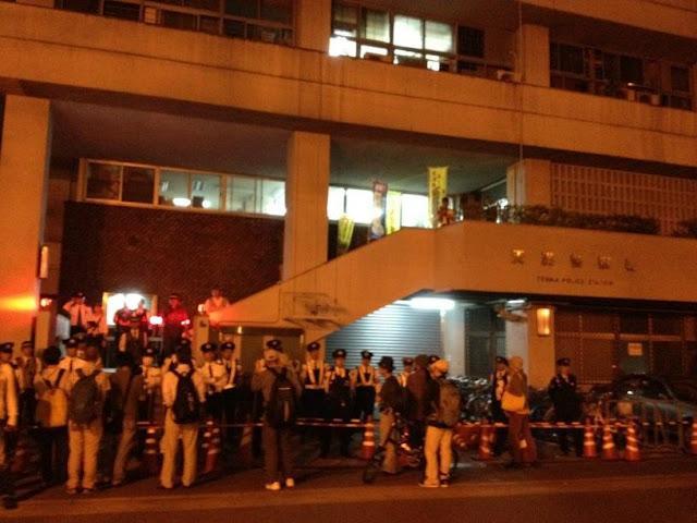 天満署前+抗議写真+反原発デモ逮捕_convert_20121006092616