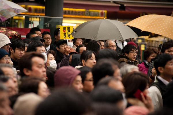 嘉田・小沢初の合同演説に大勢の人々