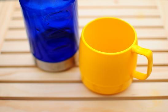ボトルとカップ