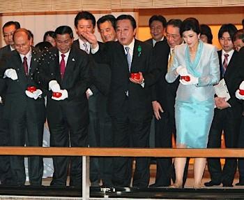 インラック首相と野田首相写真
