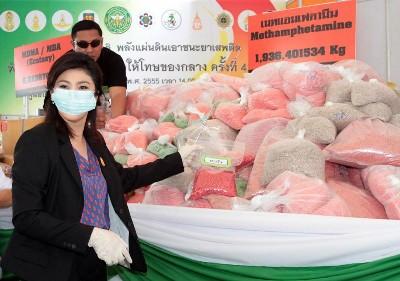 タイ 麻薬押収 インラック首相写真