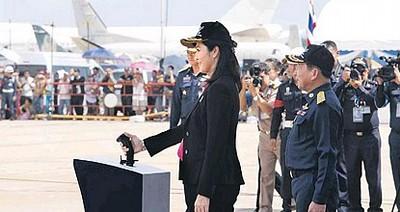 タイ航空100年祭写真 インラック首相