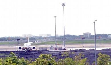 バンコク スワンナプーム空港陥没写真