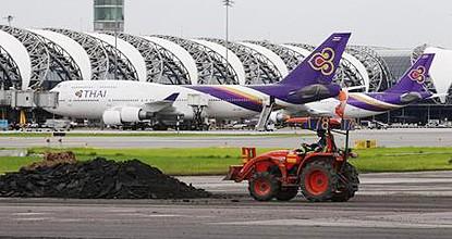 スワンナプーム空港 滑走路修理画像