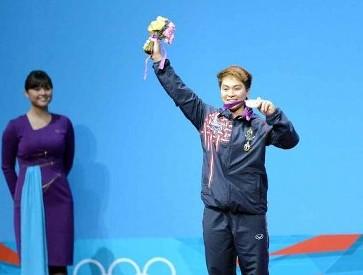 タイ ロンドンオリンピック重量挙げ 銀メダル写真