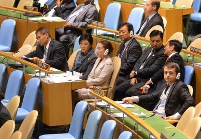 国連総会のインラック首相写真