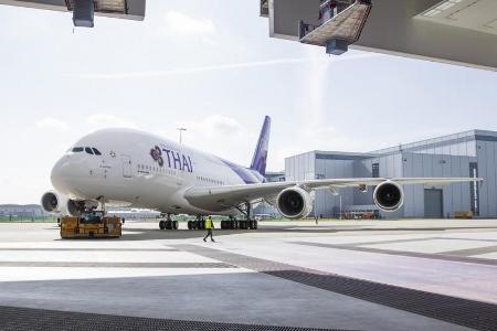 タイ航空のエアバスA380 スワンナプーム空港着陸写真