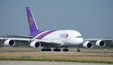 タイ航空のエアバス スワンナプーム空港着陸写真