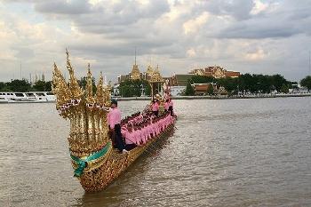 タイ 国王誕生日の王室御座船写真 チャオプラヤー川
