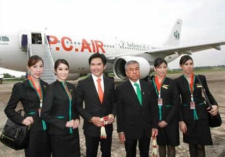 タイの格安航空PCエアとクルー達写真