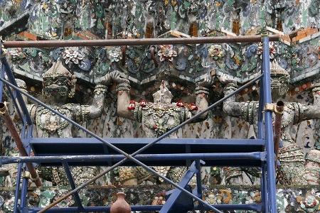 バンコク ワットアルン落雷で首落ちる写真