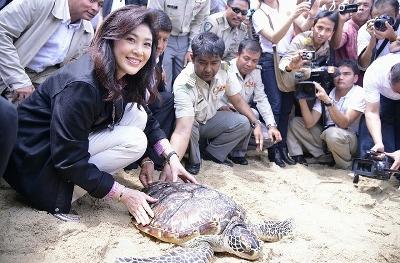 インラック首相 サムイ島訪問写真