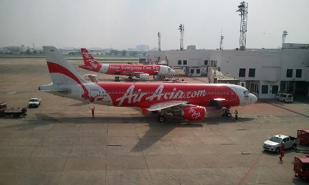 バンコク ドンムアン空港 エアアジアA320機写真