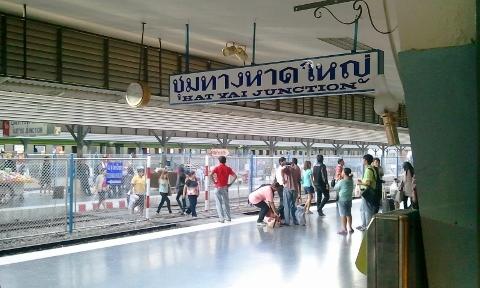タイ ハジャイ駅ホーム画像