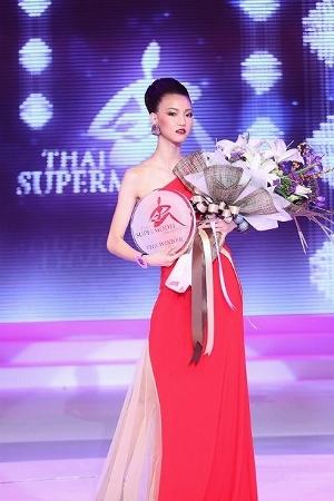 タイ・スーパーモデル2012優勝者 女子校生ワリサラ写真