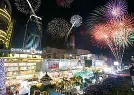 バンコク セントラル前のカウントダウンイベント2013画像