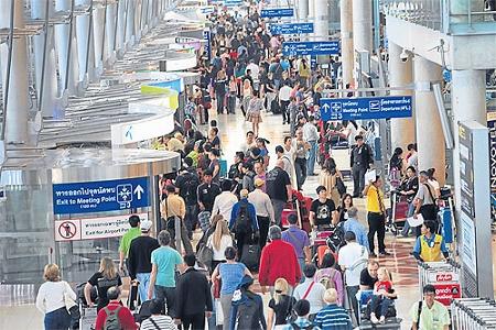 タイ 年末のスワンナプーム空港混雑画像