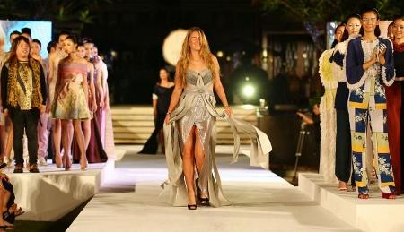 タイ パタヤ ビクトリア・アゼランカのファッションショー写真