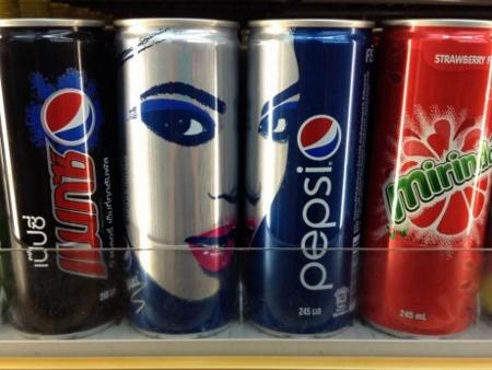タイ ビヨンセの限定デザインペプシ缶写真