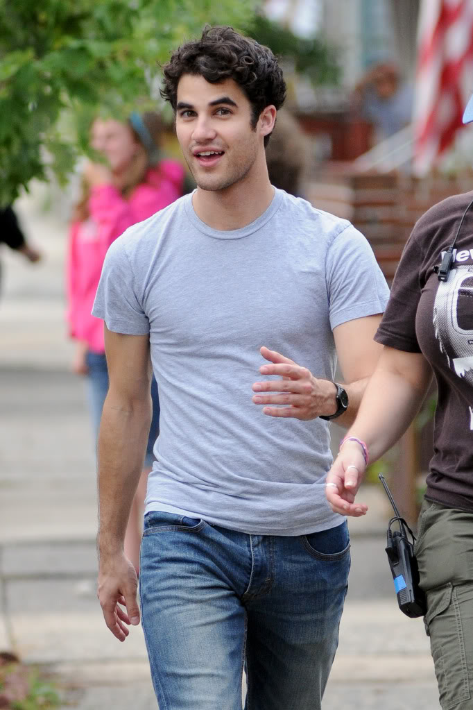 Darren_Criss_Arrives_on_Set_of_His_First_Film-2.jpg