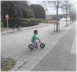 ストライダー ペダル無し自転車