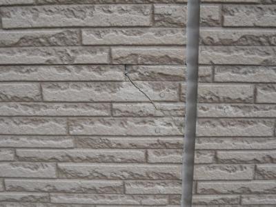 外壁ひび割れ3