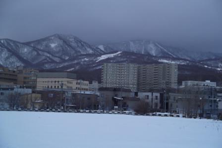 跡地から見える手稲山