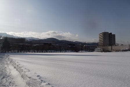 いつもの散歩道は一面の深い雪