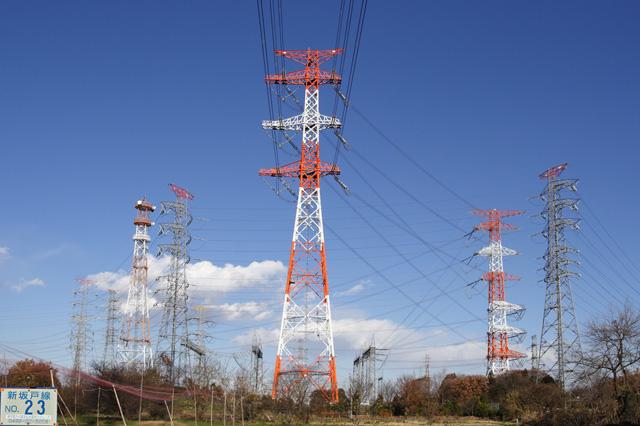 新坂戸線23号鉄塔と新坂戸変電所を取り巻く鉄塔群