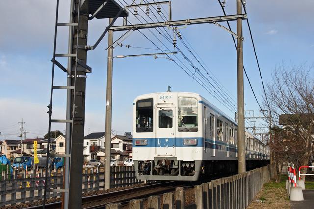 東武越生線一本松駅付近(8000系)