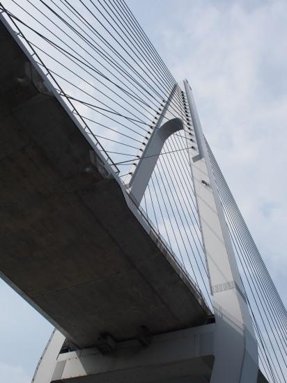 生口橋見上げる