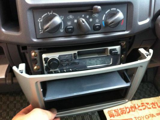 eKワゴン H81W CDデッキ オーディオ交換