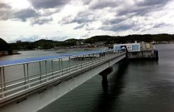 萬坊への桟橋
