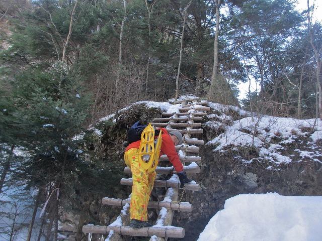 20130110滝へ7 はしごへ (3)