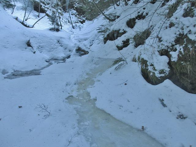 20130110滝へ7 足元凍る