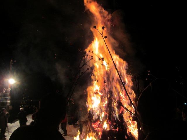20130114どんど焼き点火 (11)