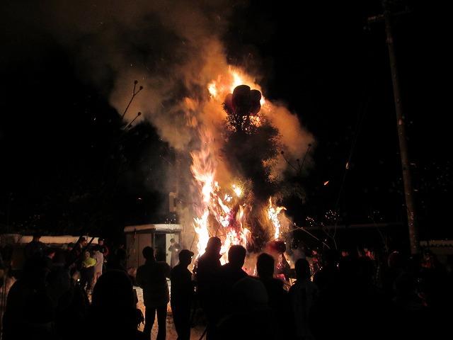 20130114どんど焼き点火 (12)
