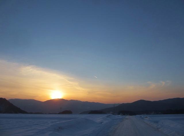 20130120夕暮れに飛行機雲 (1)