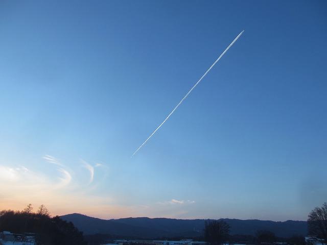 20130120夕暮れに飛行機雲 (37)