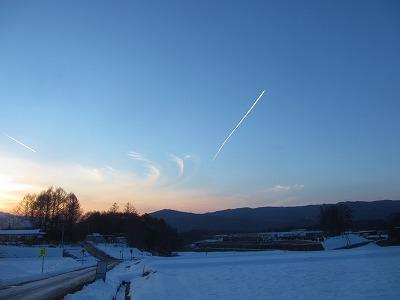 20130120夕暮れに飛行機雲 (33)