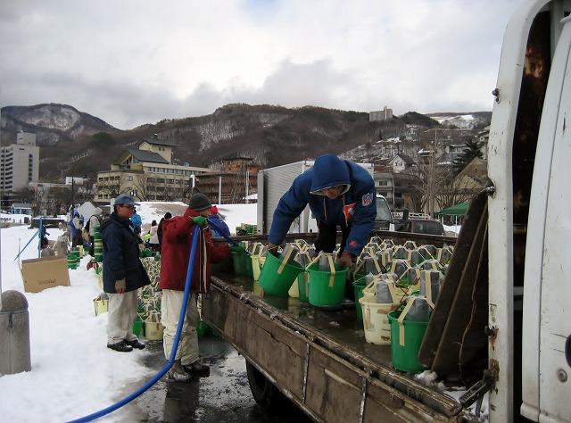 20130126諏訪湖アイスキャンドル仕込風景 (2)