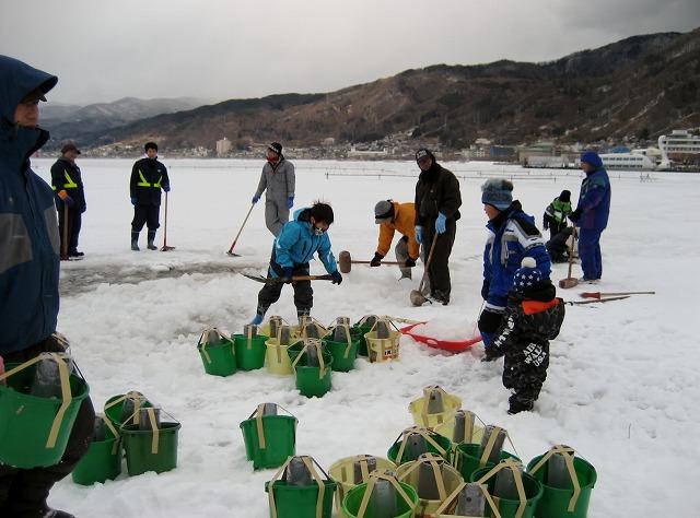20130126諏訪湖アイスキャンドル仕込風景 (9)