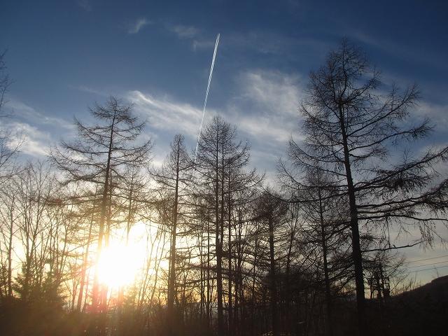 20130312夕暮れ前の飛行機雲