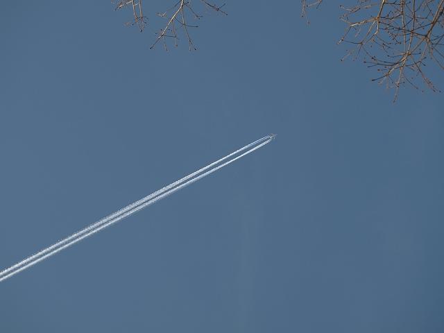 20130312今日は長い飛行機雲でした (1)