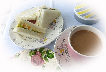 サンドイッチ&ロイヤルミルクティ-