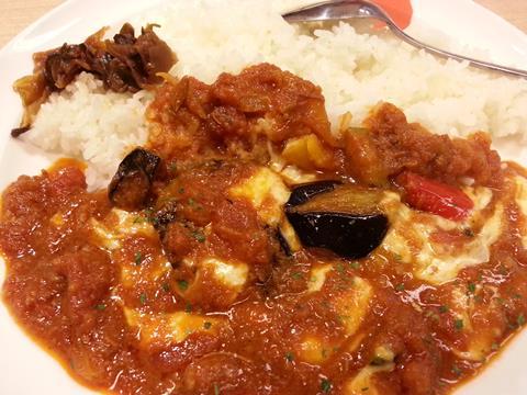 松屋フーズ夏野菜とチーズのトマトカレー (5)