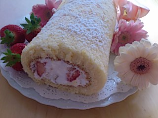 苺のロールケーキ④