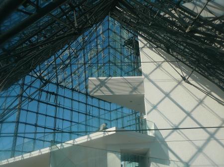 ガラスのピラミッドの中はポッカポッカだよ!